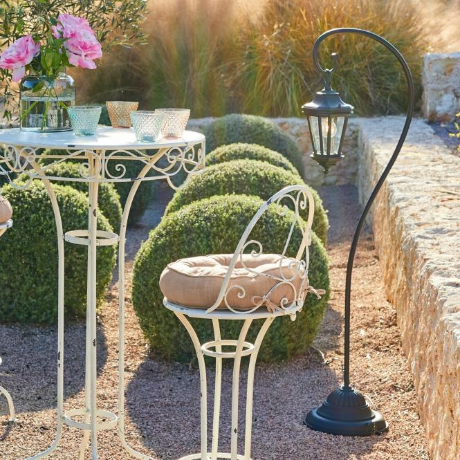 Gartenstehlaterne im verspielten Design