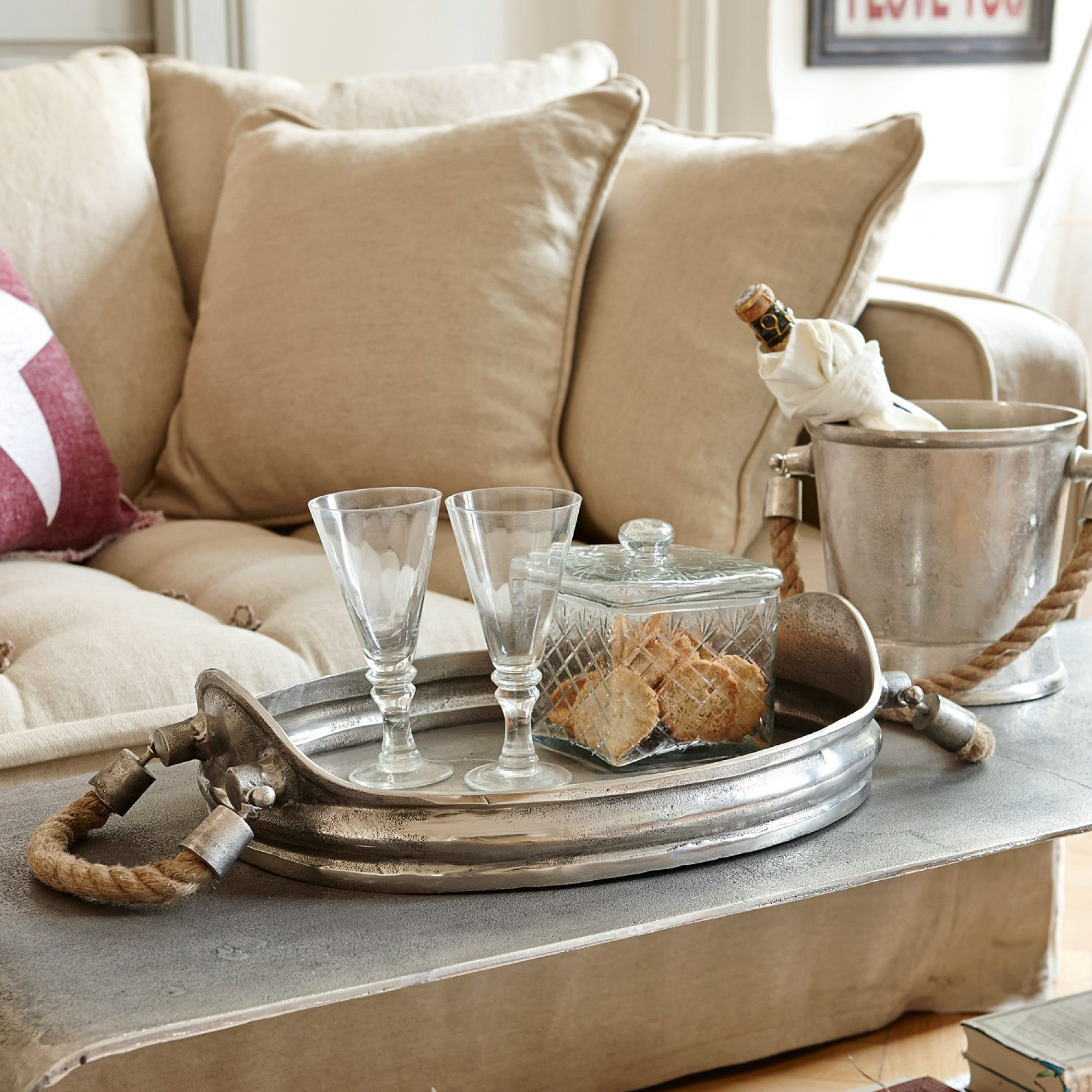 tablett morgan loberon coming home. Black Bedroom Furniture Sets. Home Design Ideas