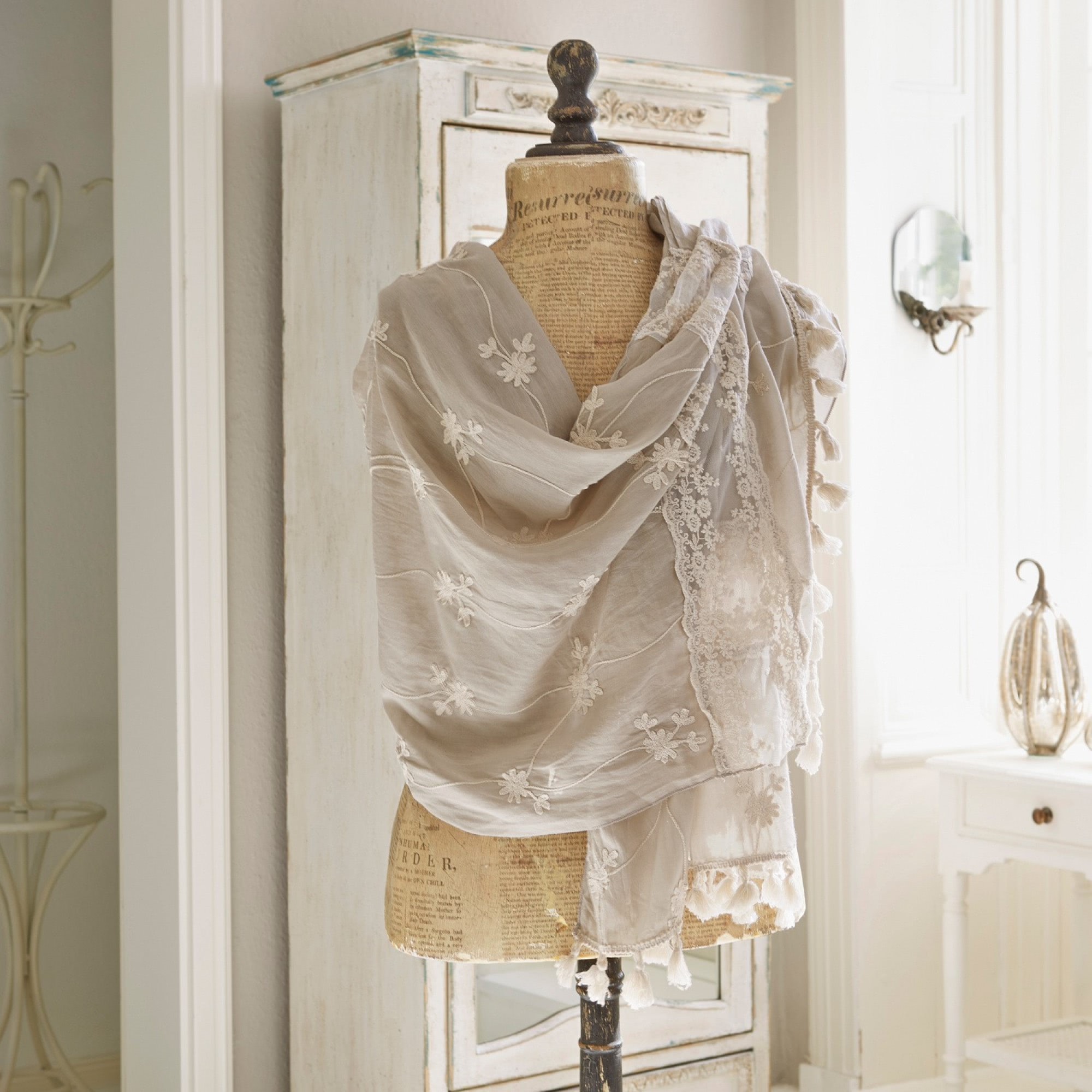 schal eloise loberon coming home. Black Bedroom Furniture Sets. Home Design Ideas