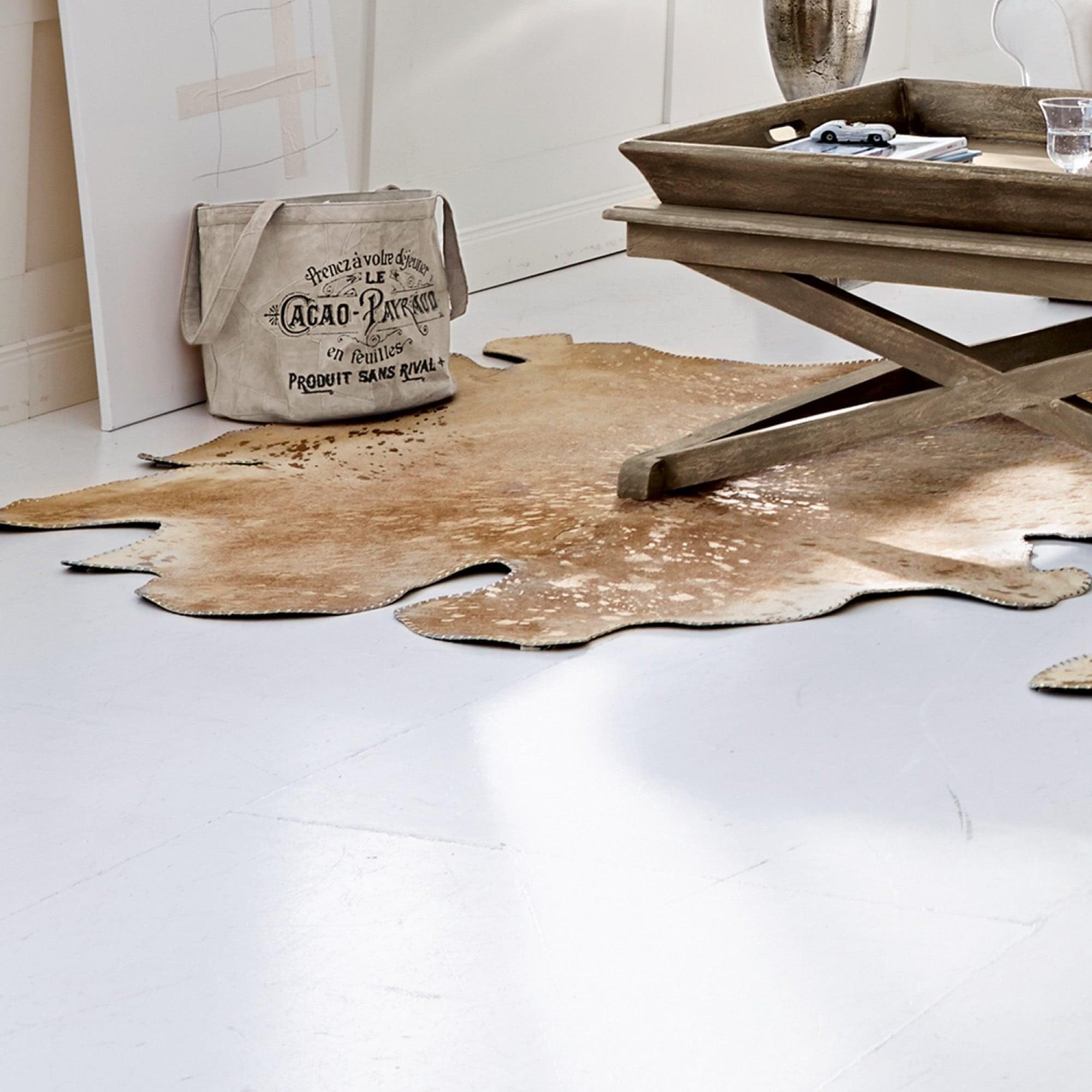 kuhfell teppich einrichtungsgegenst nde einebinsenweisheit. Black Bedroom Furniture Sets. Home Design Ideas