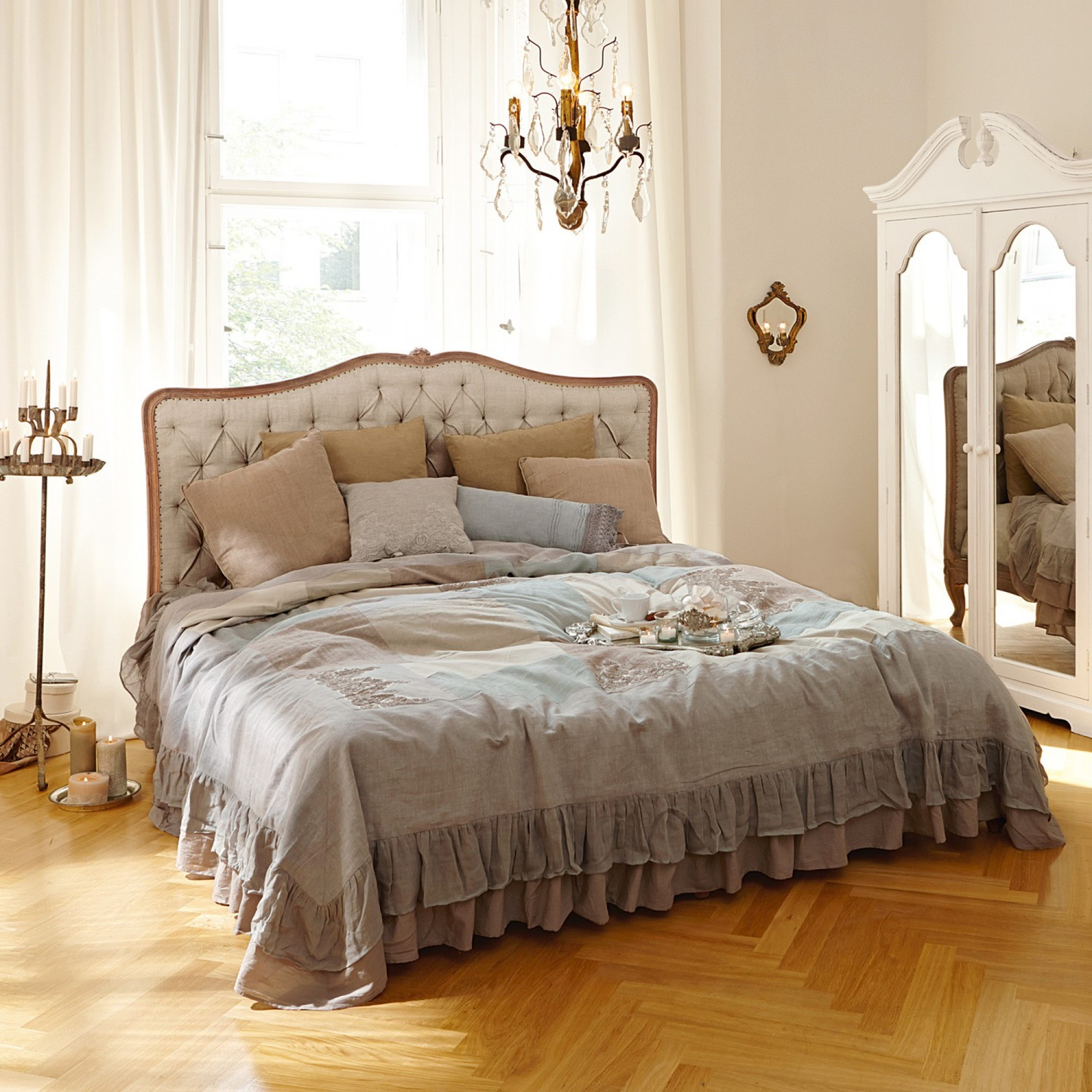 Shabby Chic Master Bedroom Bett Declaire Loberon Coming Home