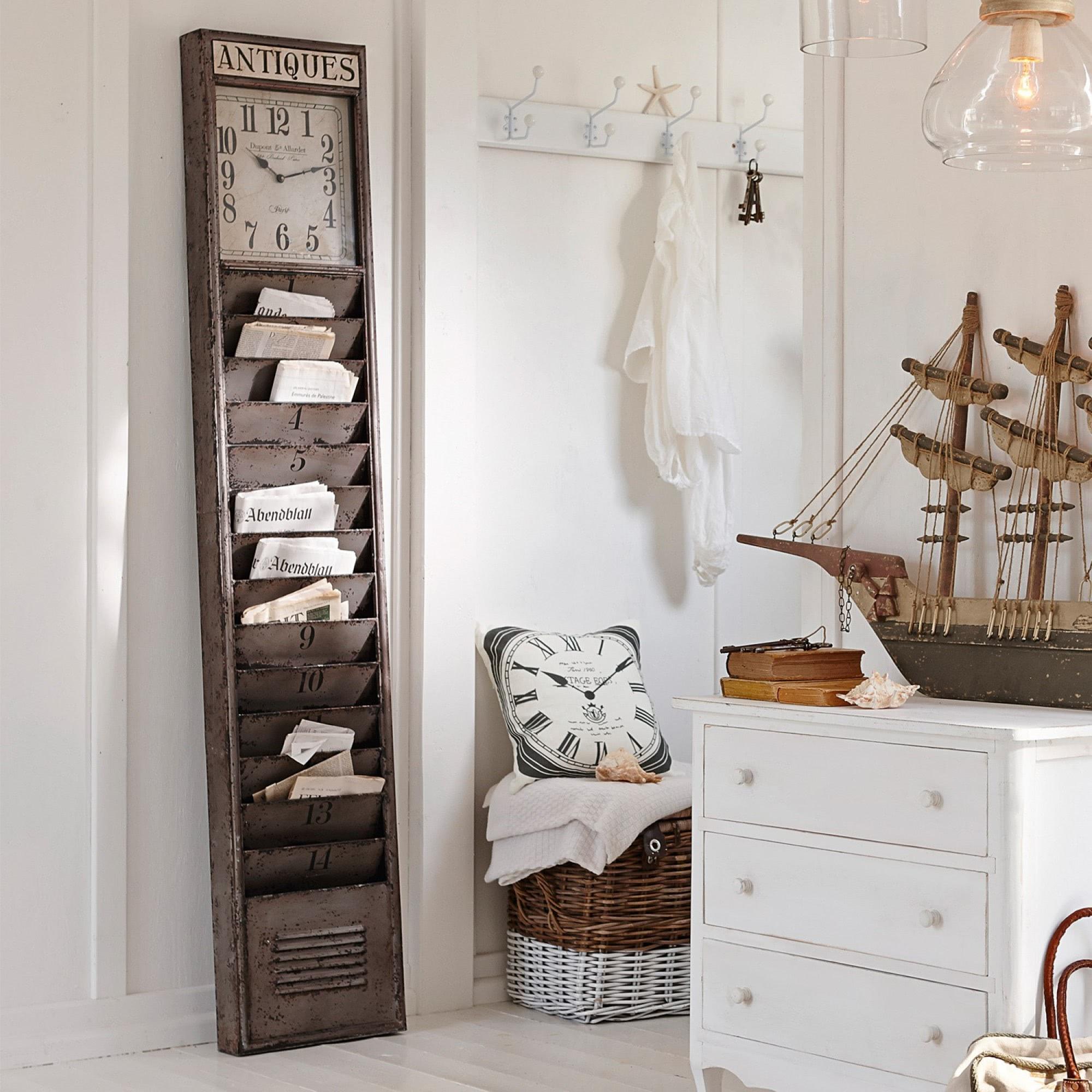 zeitungshalter raleigh loberon coming home. Black Bedroom Furniture Sets. Home Design Ideas